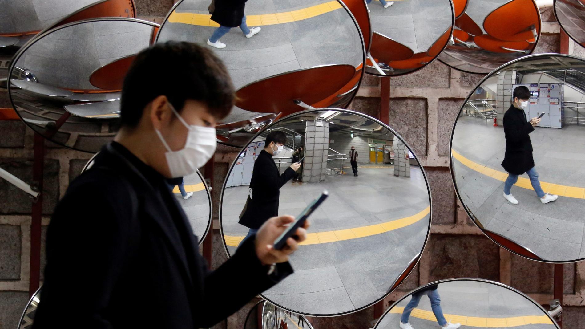 SOUTH KOREA using smartphones apps to avoid coronavirus